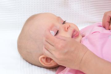 Phòng bệnh về mắt cho trẻ sơ sinh