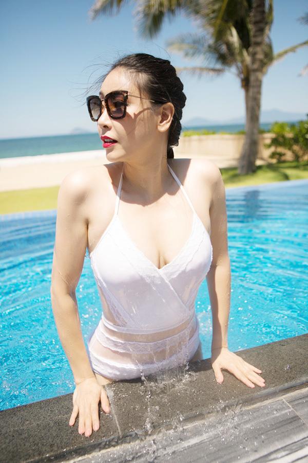 Hà Kiều Anh mặc bikini khoe vóc dáng đáng ngưỡng mộ ở tuổi 42