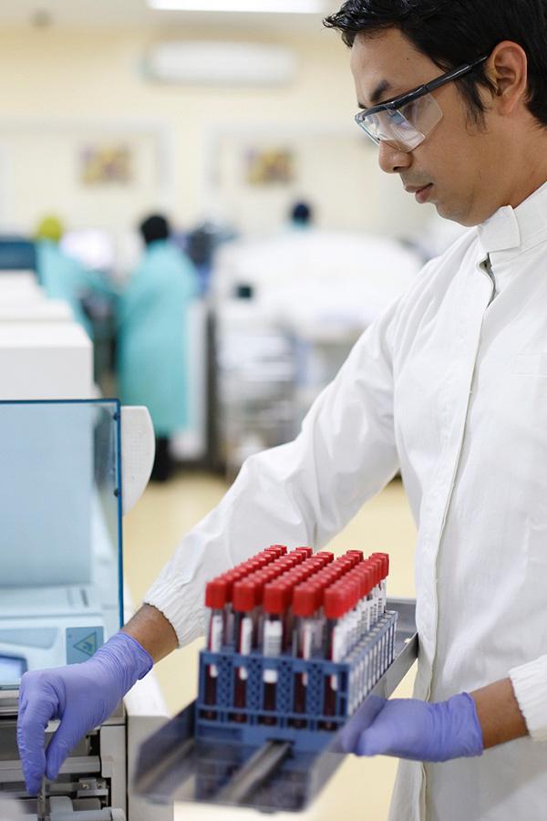 150 chuyên gia bàn giải pháp sàng lọc máu an toàn