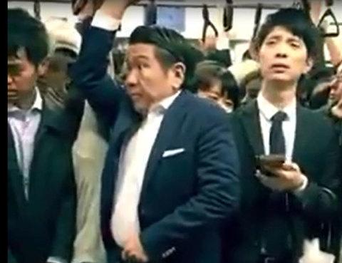Ngạc nhiên trước những chuyến tàu 'bánh kẹp' nhưng trật tự ở Nhật