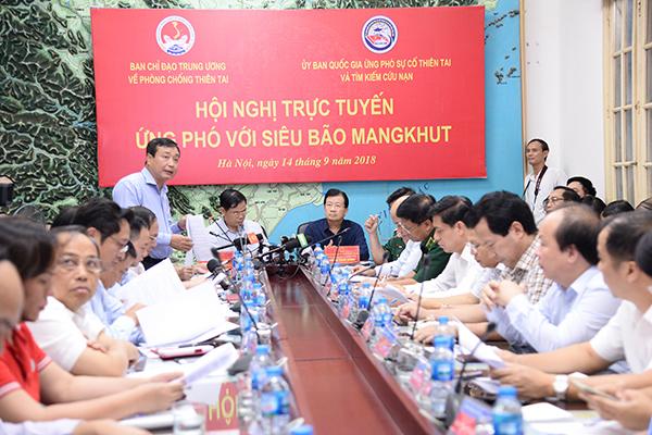 Tổng cục trưởng Tổng cục Phòng chống thiên tai Trần Quang Hoài báo cáo về diễn biến siêu bão Mangkhut