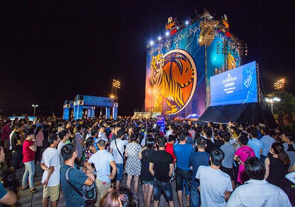 bức tường cao nhất Việt Nam,sự kiện mùa hè