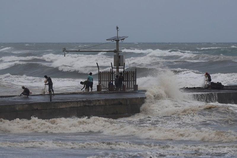 Siêu bão Florence tấn công Mỹ dữ dội, Mangkhut sắp càn quét Philippines