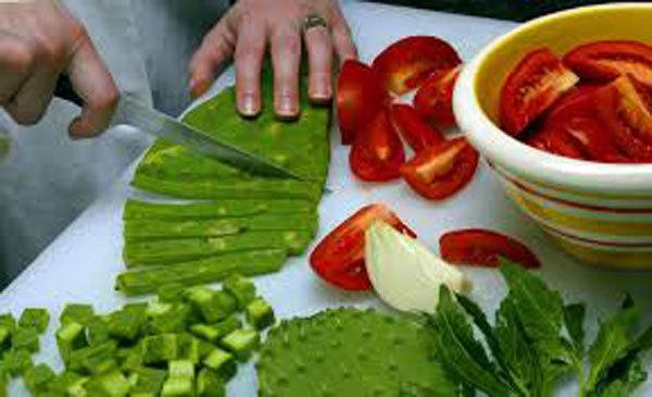 Kỳ lạ: Ăn cây xương rồng, gai góc phát sợ gọi là 'siêu thực phẩm'