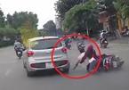 Ô tô Hyundai i10 huých ngã xe máy rồi bỏ đi gây phẫn nộ