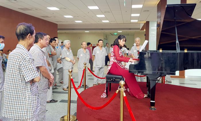 Bệnh viện công đầu tiên biểu diễn piano phục vụ bệnh nhân