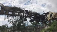 Chạy trên 109 km/h, xe bồn nát tươm sau tai nạn thảm khốc ở Lai Châu