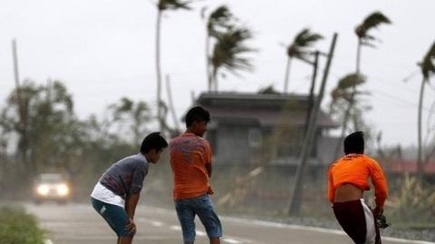 siêu bão Mangkhut tấn công Philippines