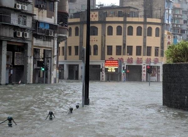 bão Mangkhut tấn công Hong Kong - 066