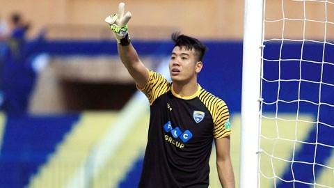 thủ môn Bửu Ngọc tặng bàn thắng cho Nam Định