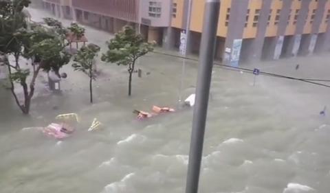 Siêu bão Mangkhut càn quét Hong Kong