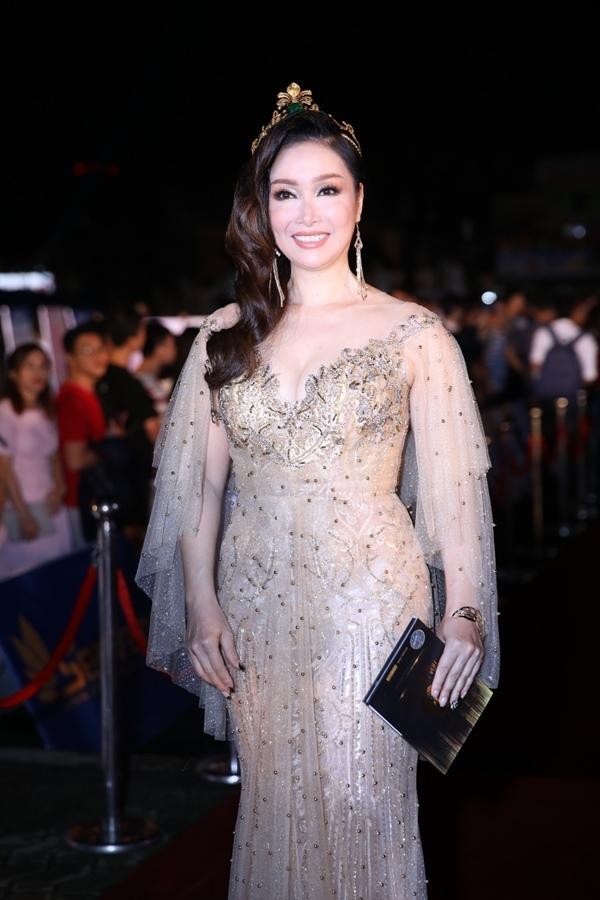 Mỹ nhân Việt đọ sắc trên thảm đỏ chung kết Hoa hậu Việt Nam 2018