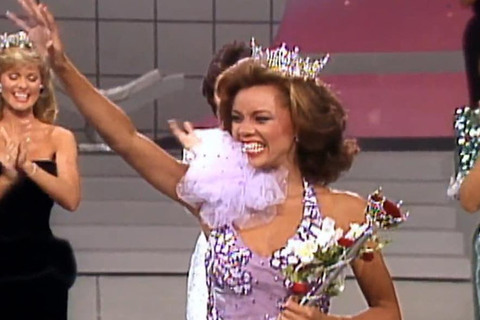 giây phút đăng quang hoa hậu Mỹ Vanessa Williams
