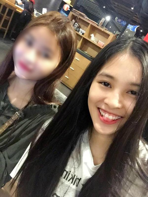 Trần Tiểu Vy nhờ người hâm mộ chọn giúp trang phục dạ hội