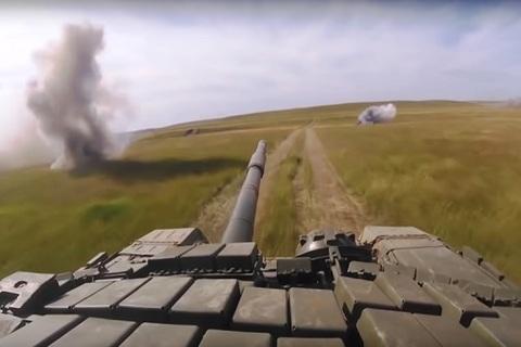 Xem xe tăng Nga phô diễn sức mạnh tại Vostok 2018