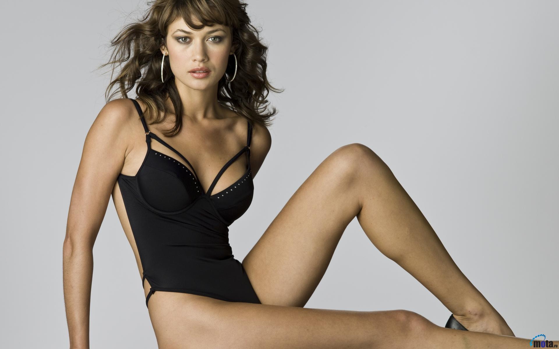 'Bond Girl' siêu sexy sắp tái xuất trong phim cùng Mr. Bean
