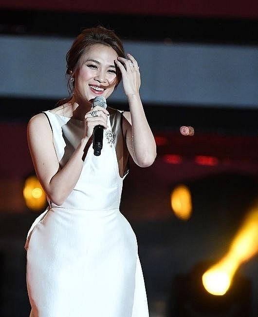 Mỹ Tâm gây sốt khi hát 'Người hãy quên em đi' bằng tiếng Hàn