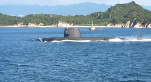Ngắm tàu ngầm Nhật Kuroshio đang thăm cảng Cam Ranh