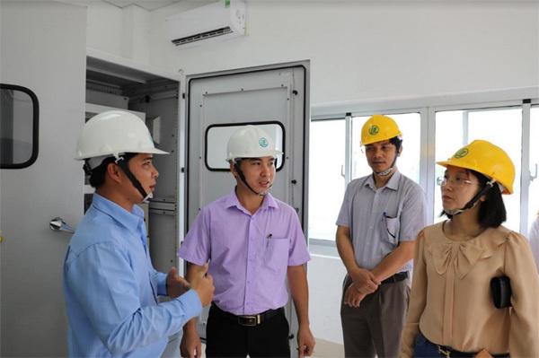 Sinh viên môi trường trải nghiệm thực tế ở nhà máy giấy