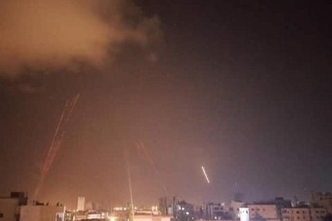 Syria bị nã tên lửa