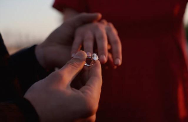 Chùn bước trước hôn nhân vì vết sẹo tự tử trên cổ tay bạn gái