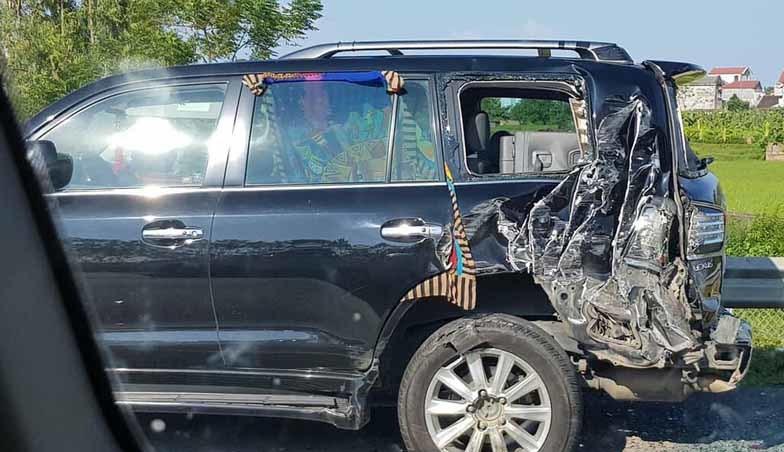 Tài xế xe tải lý giải vì sao đâm xe Lexus biển tứ quý 8