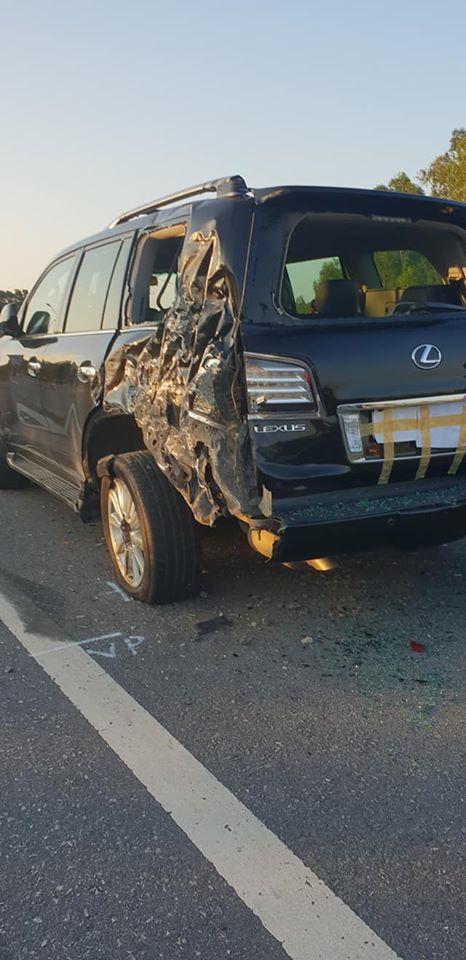 Tài xế Lexus biển tứ quý 8 bị xe tải đâm