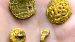 Bác sỹ nha khoa đào được kho báu đầy vàng và ngọc trai vô giá