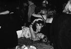 Những bữa tiệc hoang dã của giới trẻ Anhthập niên 1980