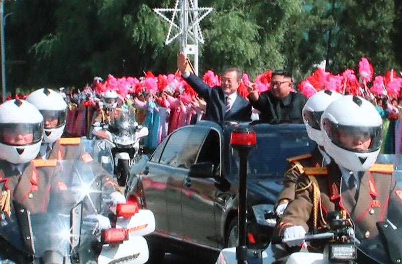 """Hình ảnh """"ngoại giao xe hơi"""" trên đường phố Bình Nhưỡng"""
