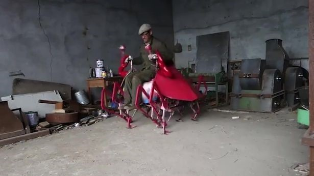 'Quái cua' robot: Siêu phẩm chưa từng thấy của một nông dân