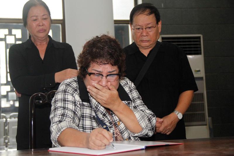 Quốc Anh, Kim Oanh khóc nghẹn tiếc thương 'ông trùm hài Tết'