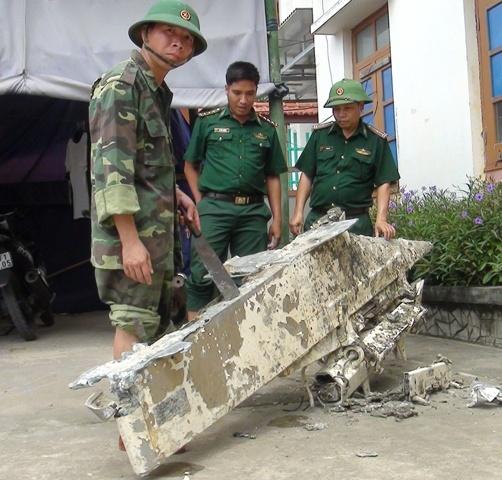Ngư dân vớt vật thể lạ, nghi mảnh vỡ máy bay