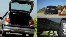 Tự thay lốp ô tô dự phòng sai cách có thể khiến tài xế gánh họa