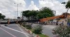 Cần cẩu sập trên đại lộ lớn nhất Sài Gòn, nhiều người tháo chạy