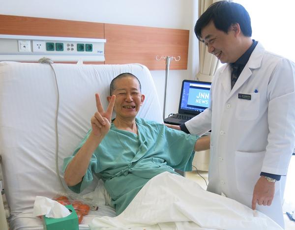 BS Nhật thoát ung thư tiền liệt tuyến nhờ robot phẫu thuật