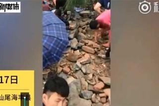 Đổ xô đi tìm kho báu sau bão Mangkhut