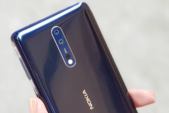 """Nhân viên """"cay cú"""" vì giám đốc trì hoãn ra mắt Nokia 9"""