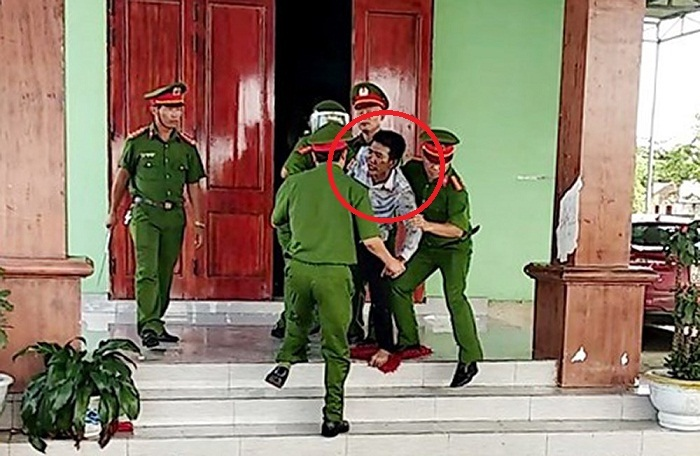 Bố đẻ nhốt 3 con trong nhà đòi tự thiêu