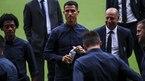 Valencia vs Juventus: Messi gọi, Ronaldo trả lời?