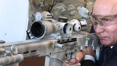 Putin đích thân thử súng trường mới