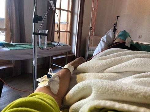 Đàm Vĩnh Hưng 'rớt nước mắt' khi phải nhập viện vì kiệt sức