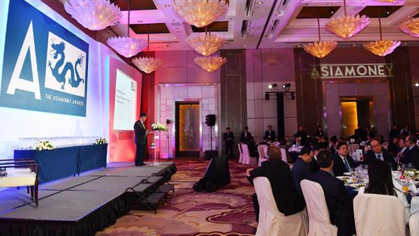 Vietcombank nhận cú đúp giải thưởng từ Asiamoney