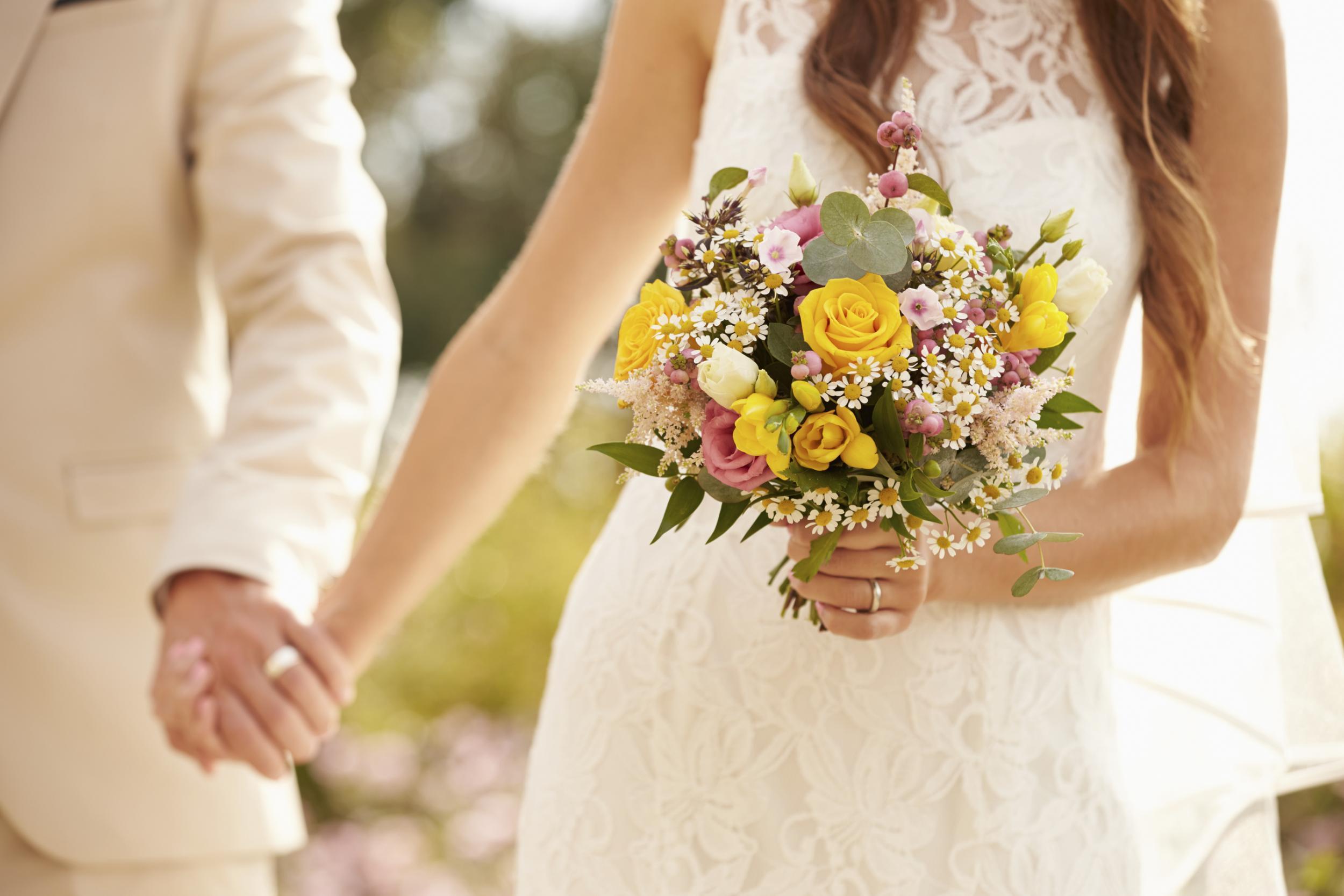 Đám cưới vàng đeo trĩu cổ, con dâu vẫn muốn mẹ chồng tặng thêm tiền mặt