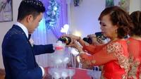Cô dâu 61 tuổi lên tiếng khi bị người làm loạn đám cưới 'tố' không dám mời con gái