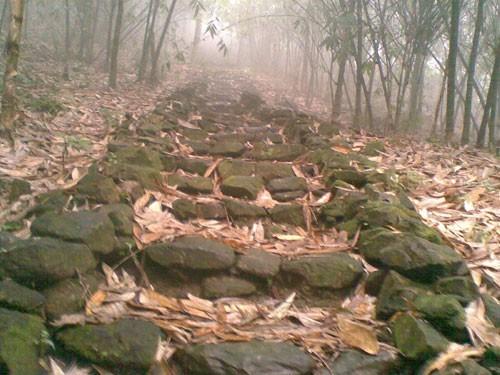 Kỳ lạ cuộc đời dị nhân canh mỏ vàng trên dãy Tản Viên