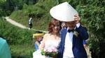 Cô dâu 61 tuổi lội suối, băng rừng, hạnh phúc về nhà chồng trẻ