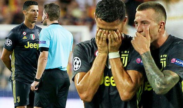 "UEFA họp ""xử"" thẻ đỏ của Ronaldo"