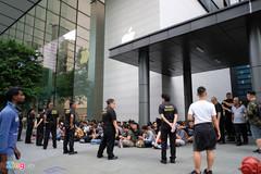Một số người Việt Nam đến Singapore mua iPhone bị từ chối nhập cảnh