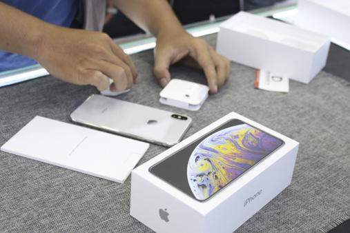 Giá bán trong ngày đầu của iphone Xs Max